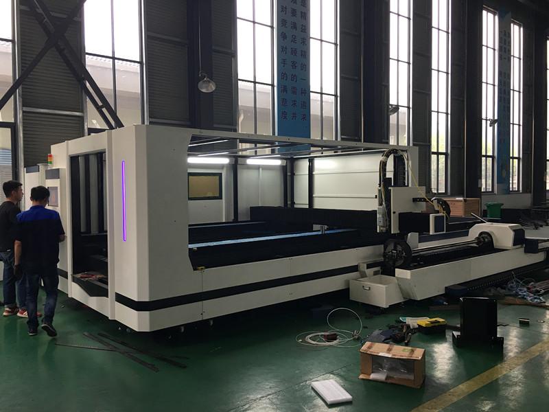 Exchangeable Fiber Laser Cutting Machine 3000x1500mm Full